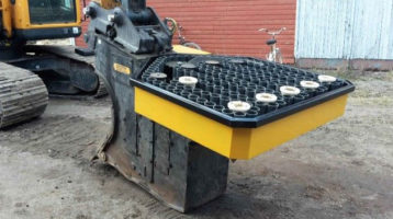 Koneellisen istutuksen ajanmenekki/tuotos – Risutec PM160-istutuslaitteella varustetulla kaivukoneella